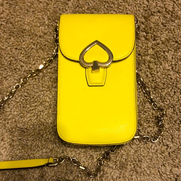 Leather crossbody phone purse. Must have! 💛🌻☀️